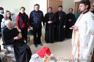 """Митрополит Владимир служит литургии, несмотря на объявление его Кириллом """"недееспособным"""""""
