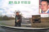 Гаишник, угрожавший водителю битой, вернулся в ГАИ