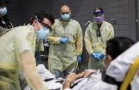 Суточный показатель смертности от коронавируса в США впервые превысил 2 тыс.