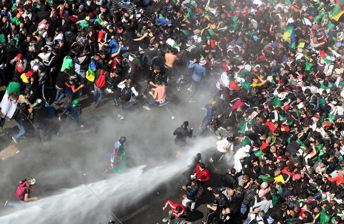 Разгон демонстрации против режима президента Абдельазиза Бутефлика, Алжир, 29 марта 2019.