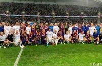 """Рівалдо і Роналдіньо проти Роберто Карлоса і Луїша Фігу: легенди """"Барселони"""" і """"Реала"""" провели виставковий матч"""