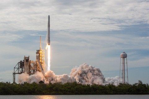 SpaceX запускает первую гражданскую миссию Inspiration4: прямая трансляция