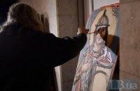 В Українському домі розписали іменні щити для самооборони Майдану