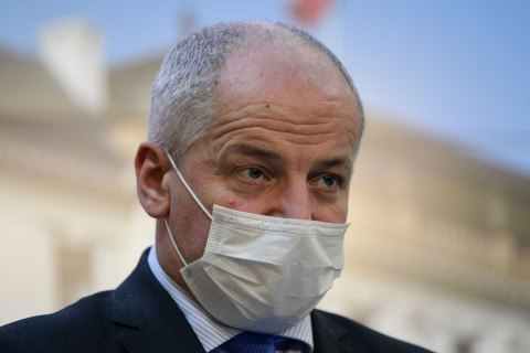 Глава Минздрава Чехии нарушил собственные карантинные ограничения и будет уволен