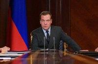На дачу премьера России Медведева специально завезли снег – Навальный