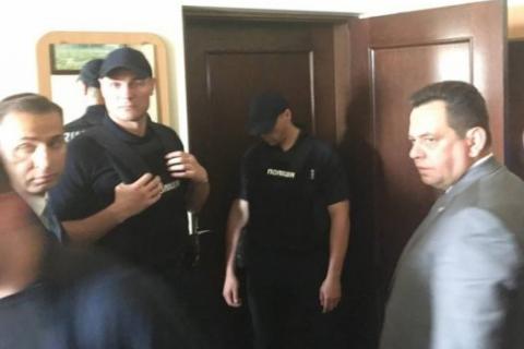 Трьох чиновників Луцької міськради та голову суду затримано на хабарі (оновлено)