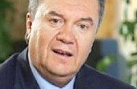 """Янукович """"тепло и искренне"""" поздравил Медведева"""