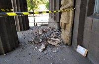 У Художньому музеї в Києві обвалилась частина портику (оновлено)