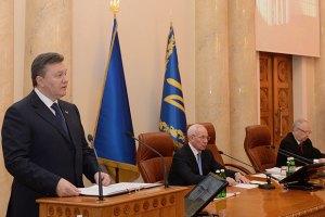 Янукович раскритиковал местные власти за отсутствие рекламы регионов