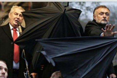 "Чехи назвали своего президента Земана ""предателем чешской нации"" за его заявление по Крыму"