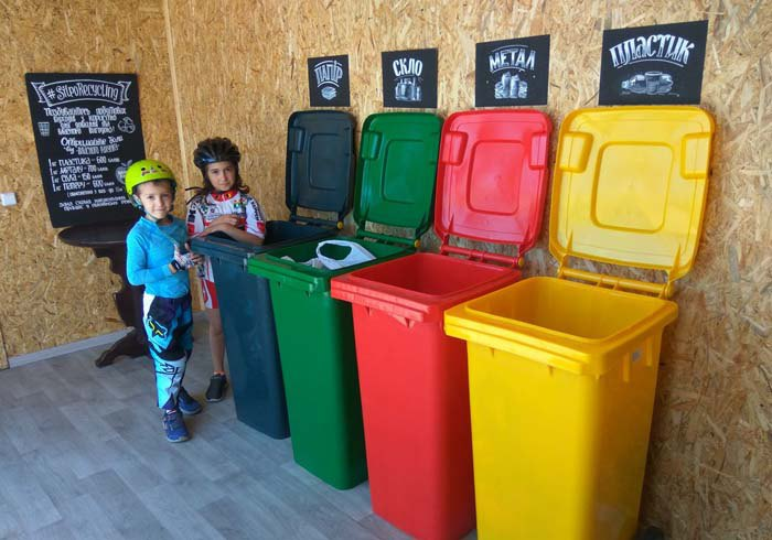 Сортувальна станція ініціативи *Україна БЕЗ сміття* на Петра Калнишевського, Київ