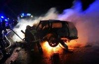 Через ДТП біля Чернівців загорівся автомобіль, загинули двоє дорослих і дитина