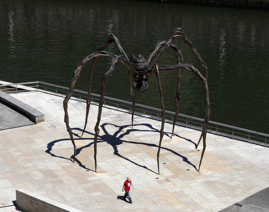 Скульптура 'Маман' французької художниці Луїзи Буржуа біля музею Гуггенхайма в Більбао, Країна Басків, Іспанія, 20 травня 2020 р.