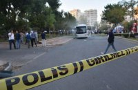 В Турции при взрыве полицейского автобуса пострадали 12 человек