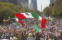 В Мехико тысячи людей вышли на демонстрацию против Трампа