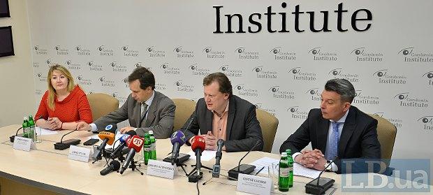 Справа-наліво: Сергій Саєнко, Дмитро Остроушко, Давид Стулик та Ірина Сушко