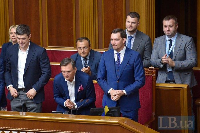Члены нового кабмина во время представление в парламенте