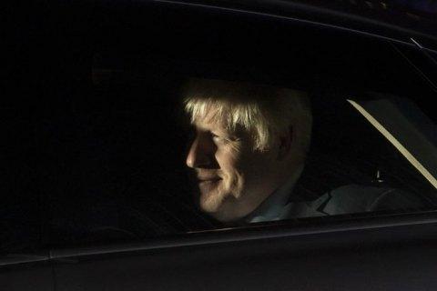 Премьера Великобритании выписали из больницы, но к работе он еще не вернется