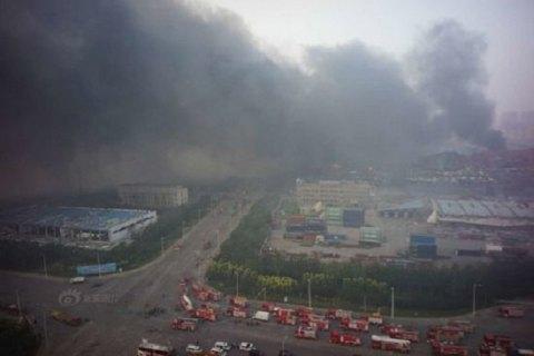 На місці вибухів у Тяньцзині почалися пожежі