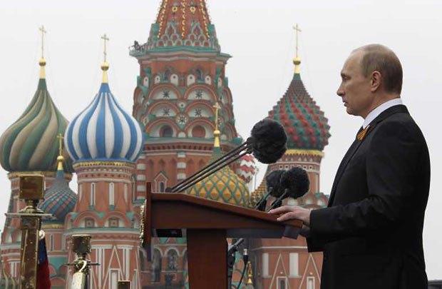 Во время инаугурации Путин пообещал укреплять российскую демократию