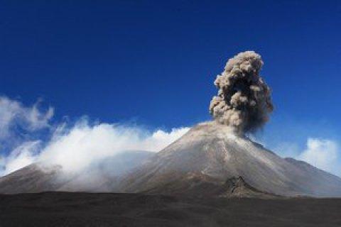 Во время извержения вулкана Этна пострадала команда ВВС