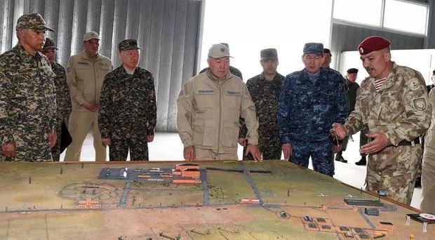 Назарбаев на учениях