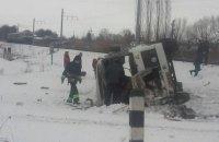 В Винницкой области столкнулись электропоезд и автобус, погиб водитель