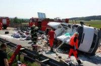 Автобус з українцями в Польщі перекинувся і вдарив інший автомобіль