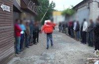 В хостеле у троещинского рынка задержали 98 мигрантов