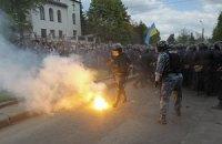 В протестующих против языкового закона в Николаеве бросили дымовую шашку