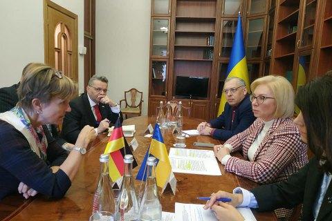 Денисова сообщила послу Германии о поездке немецких депутатов на оккупированный Донбасс