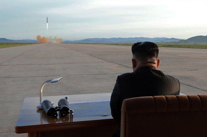 Ким Чен Ын наблюдает за пуском ракеты «Хвасон-12»