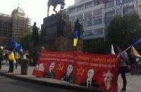 """Жители Праги провели акцию против мотопробега клуба """"Ночные волки"""""""