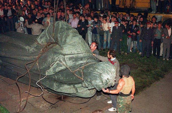 Снос памятника Феликсу Дзержинскому, 22 августа 1991.