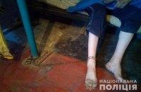 У Дніпропетровській області мати тримала на ланцюгу 36-річного сина заради його пенсії з інвалідності