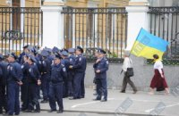 Янукович одобрил закон о приеме на работу в милицию лишь владеющих украинским