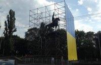 Памятник Щорсу в Киеве оградили лесами