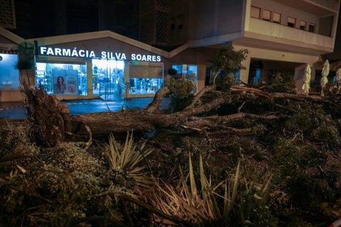 """Ураган """"Леслі"""" залишив без світла близько 300 тис. будинків у Португалії"""