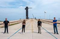 Цивільні астронавти від SpaceX планують полетіти у космос 15 вересня