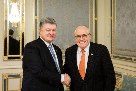 Порошенко обсудил с экс-мэром Нью-Йорка пути преодоления агрессии РФ против Украины