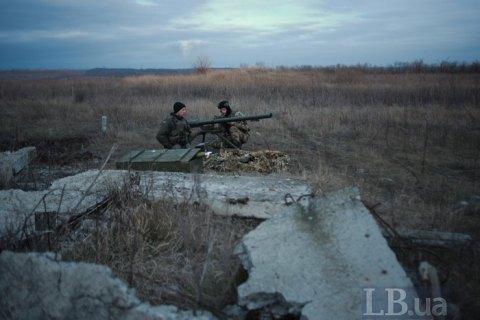 На Донбассе один украинский военный погиб и один - ранен