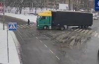 В Киеве фура сбила женщину на пешеходном переходе