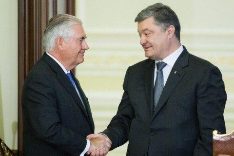 Тиллерсон подтвердил решение США предоставить Украине летальное оружие
