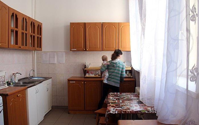 Мати з дитиною в одному з таких центрів соціальної допомоги у Фастові