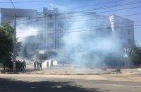 Херсонские активисты пришли под прокуратуру с дымовыми шашками