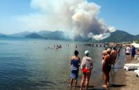 На курорте в Турции вспыхнули лесные пожары, украинские туристы не пострадали