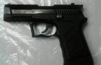 В киевском метро задержали иностранца с пистолетом