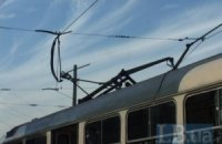 В Киеве у трамвая №23 оборвался токоприемник