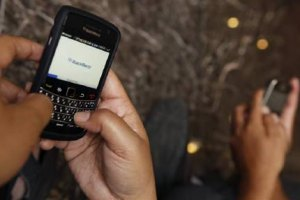 Акции BlackBerry рухнули из-за увольнений персонала
