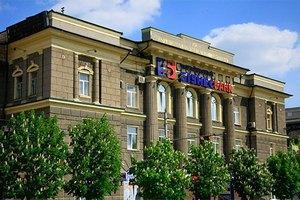 """У Межигір'ї знайшли докази зв'язку Укрбізнесбанку із """"Сім'єю"""""""